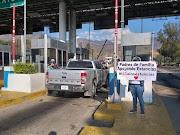 Educadoras y padres de familia de estancias infantiles  protestan en la Caseta de Palo Blanco