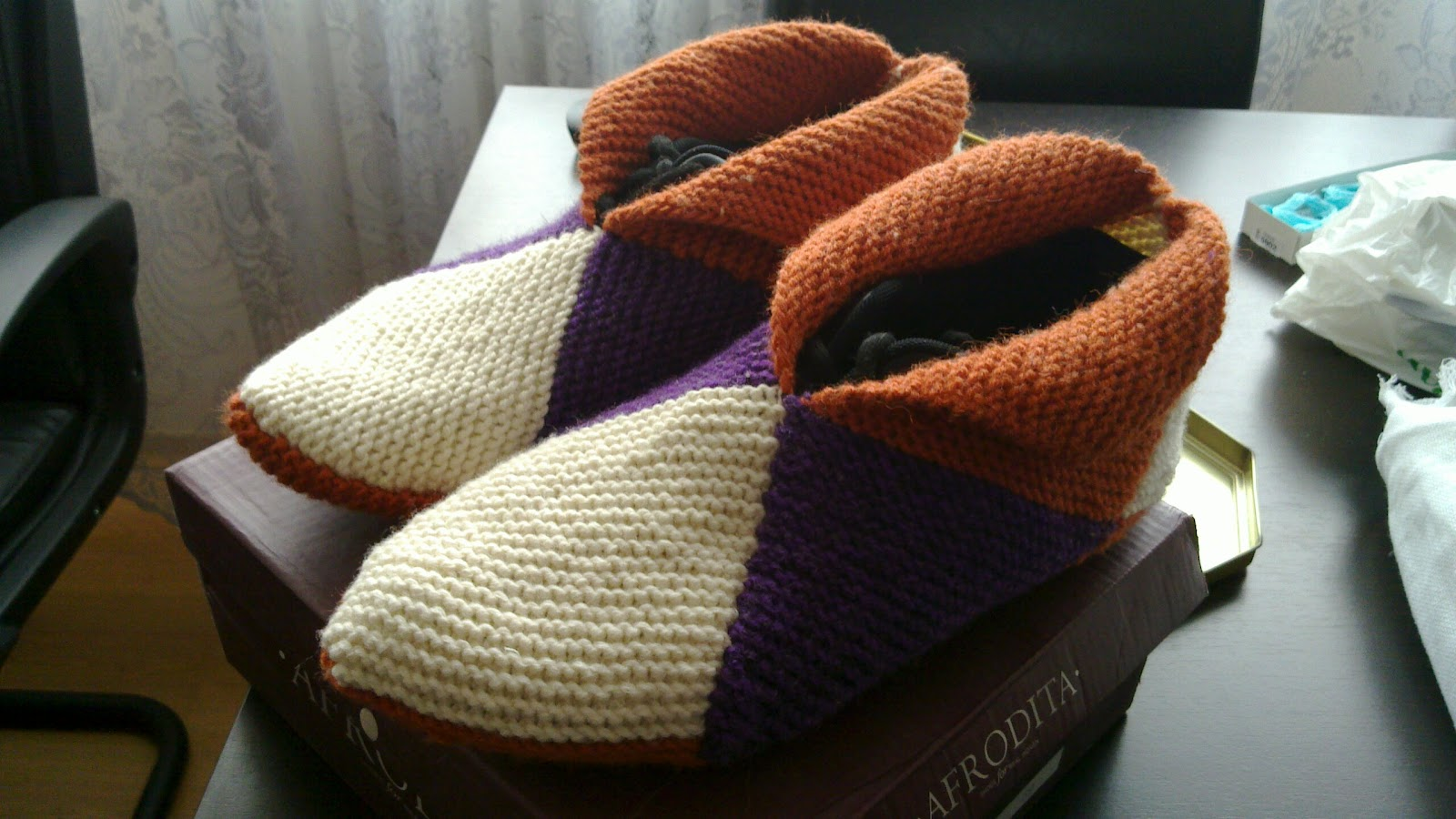Knitting Pattern Slippers Squares : The Good Housewife: Knitting Pattern Norwegian Slippers US Size 9