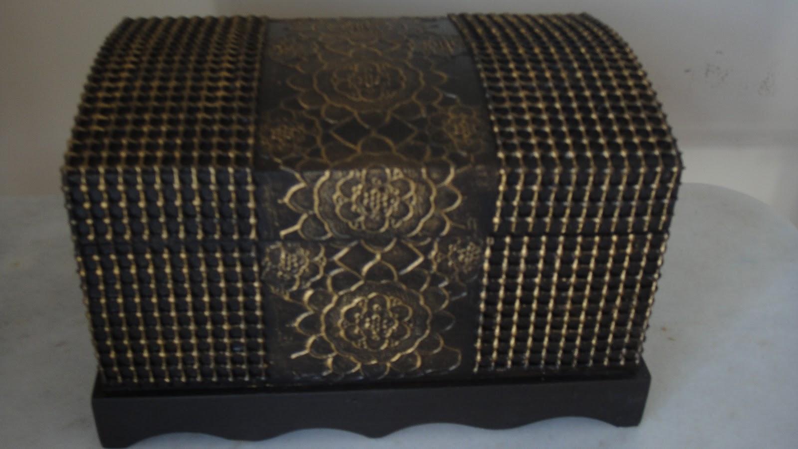 Adesivo De Guarda Roupa Infantil ~ Artesanatos Goi u00e2nia Mina das Artes Baú envelhecido Com textura e relevo