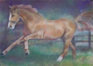 obraz namalowany w pasteli suchej przez Marka Strójwąsa, przedstawiający pędzącego rumaka o maści: jasny brąz
