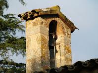 Detall del campanar d'espadanya de l'ermita de Sant Tou