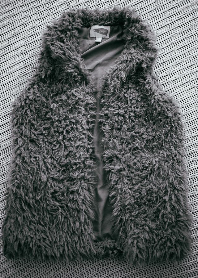 New in my wardrobe, Forever 21 fuzzy vest - In My Dreams, Vancouver style blog.