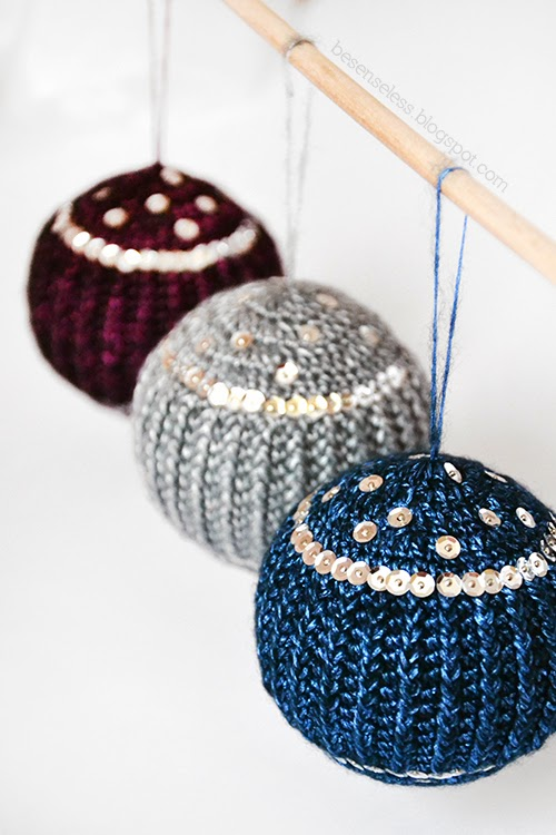 Crochet christmas balls with paillettes - Palle di natale a uncinetto con paillettes - besenseless.blogspot.com