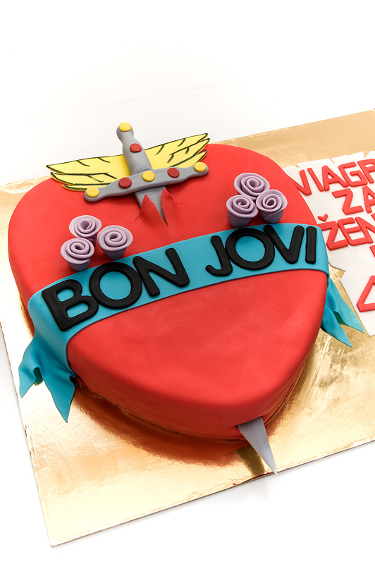 Bon Jovi fondant cake side close