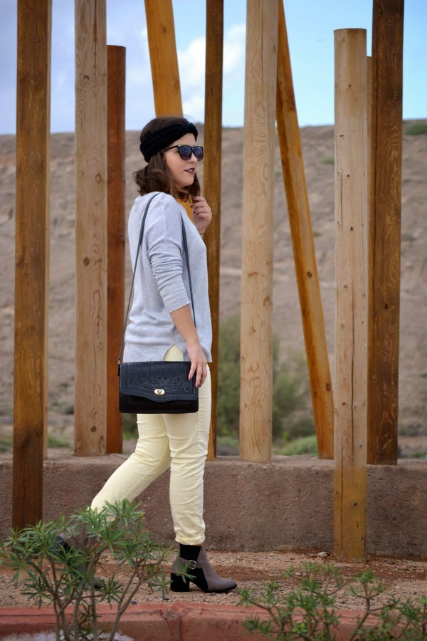 look_turbante_como_combinar_pantalon_amarillo_lolalolailo_03