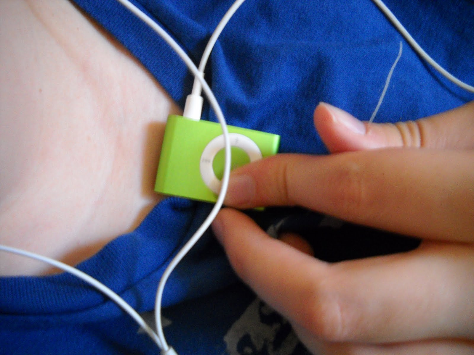 how to download songs on ipod shuffle