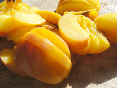 sliced grilled peaches