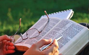 """""""Examinais as Escrituras, porque vós cuidais ter nelas a vida eterna..."""" João 5:39"""