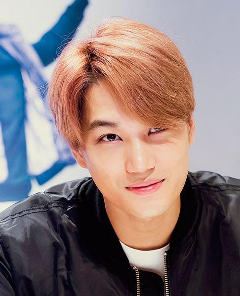 Kai EXO smile with blonde hairstyle