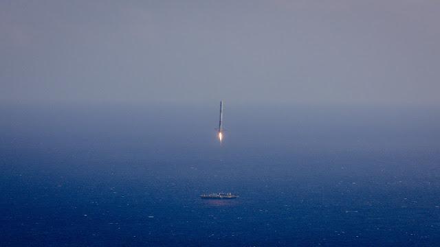 Falcon 9 aterrizando en plataforma