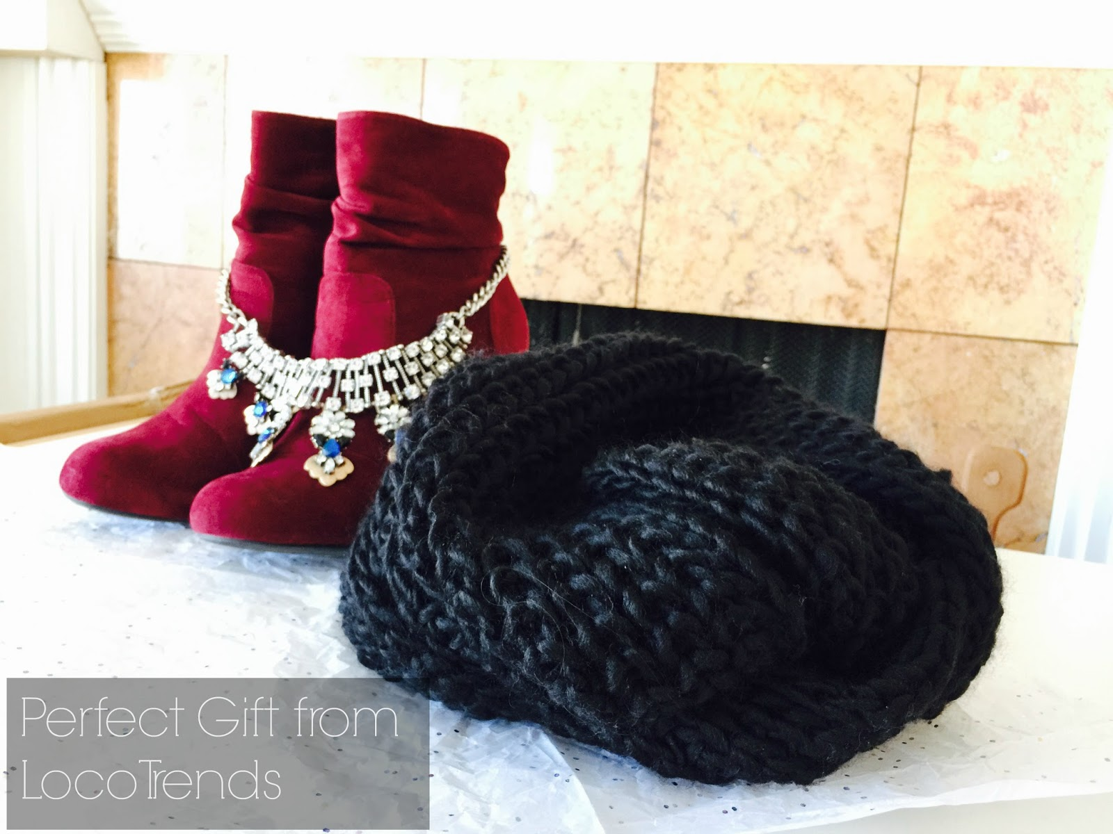 black knitted scarf, holiday gift, locotrends, perfect gift for the holidays, what to get someone for christmas, what to wear with a black scarf,