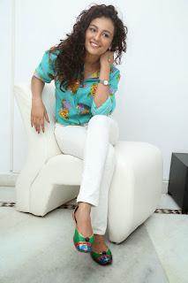 Seerath Kapoor Glamorous Picture shoot 075.jpg