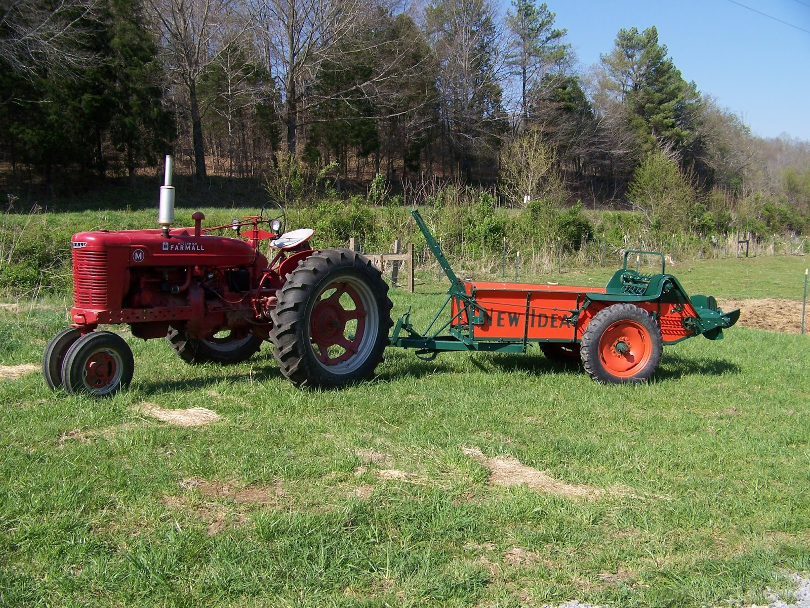 Farmall Manure Spreader : Gin back to the land