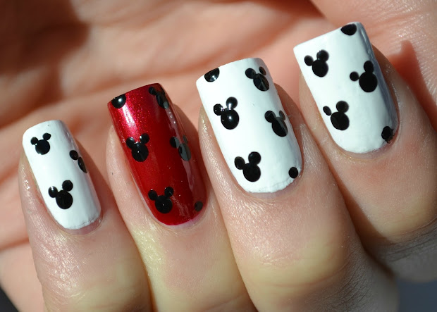 nail art mickey mouse cartoon