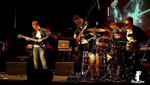 Fellépő zenekar: P.B.E. Trio (B.pest)