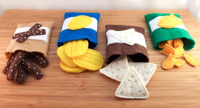 imitación de paquetes de snacks hechos con fieltro