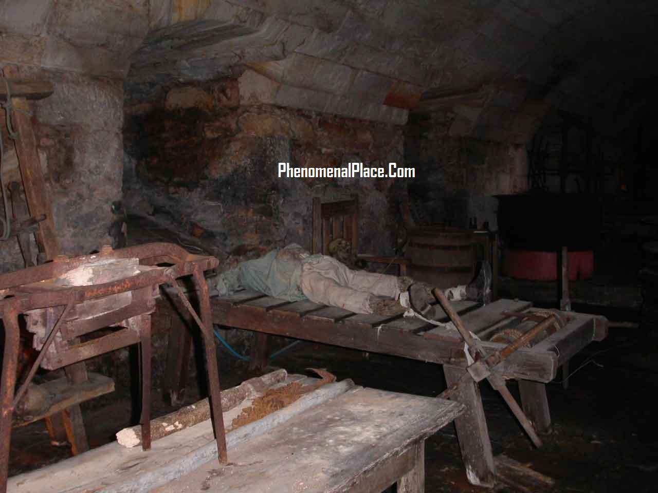 Women Tortured On The Rack http://www.phenomenalplace.com/2011/03/chillingham-castle-bone-chilling.html