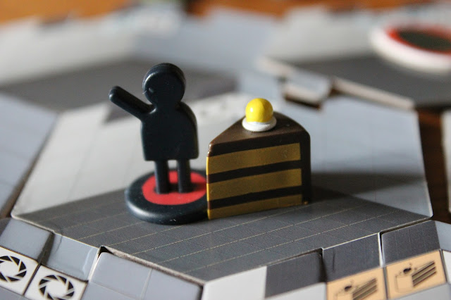 Portal board game - carrying cake