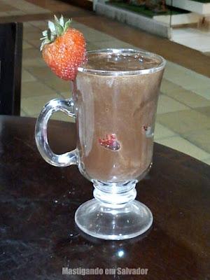 Café Donuts: Chocolate Cremoso com Morango