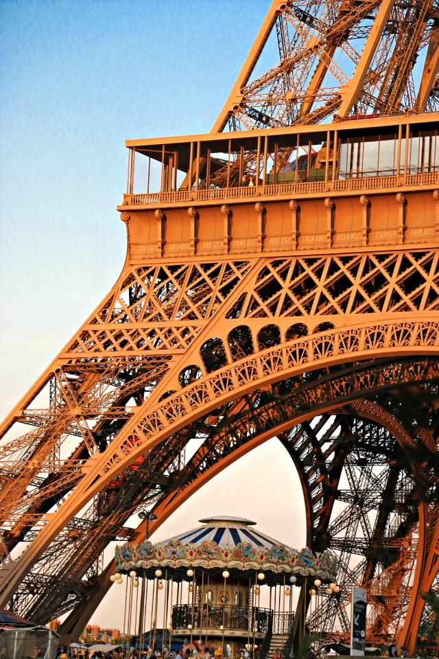 der Eifelturm aus dem Boot Paris mit Kindern