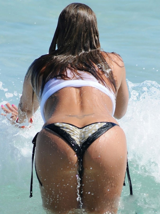Jennifer-Nicole-Lee-Wet-T-Shirt-and-Bikini-Bottom-bums-on-Miami-Beach