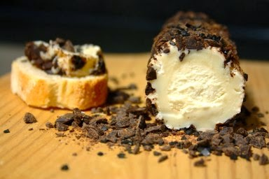 http://www.cincoquartosdelaranja.com/2010/12/queijo-chevre-com-chocolate-e-sal-preto.html