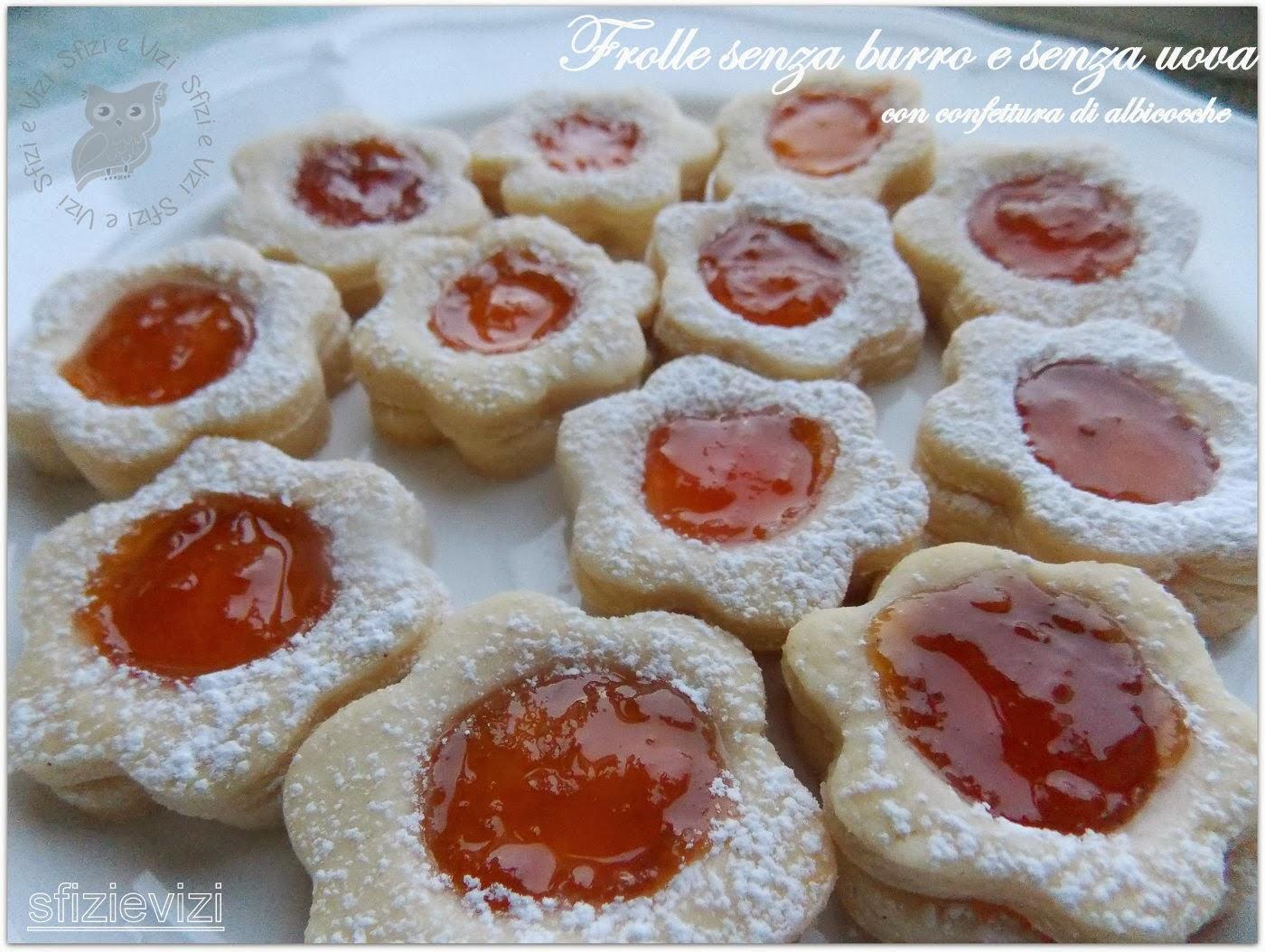 biscotti di pasta frolla senza burro e senza uova (a forma di cuore e farciti con confettura di albicocche)