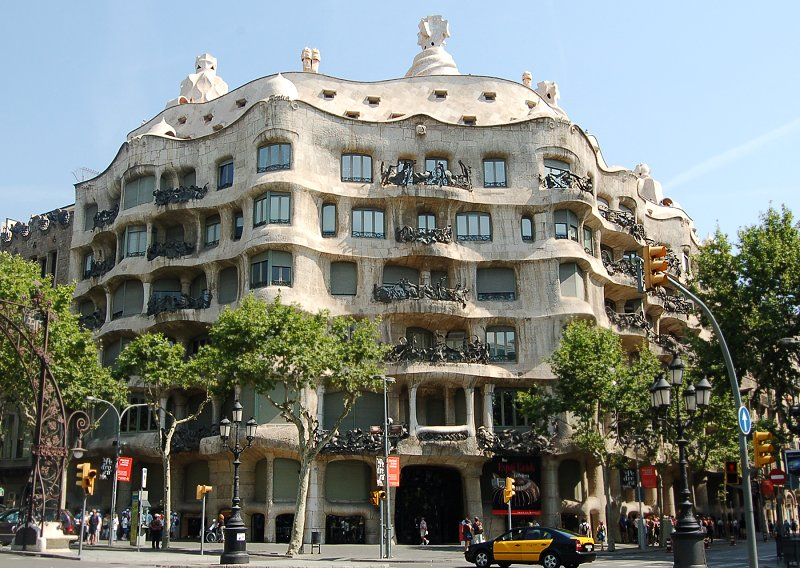 Traveler Guide: Traces of Gaudi in Barcelona