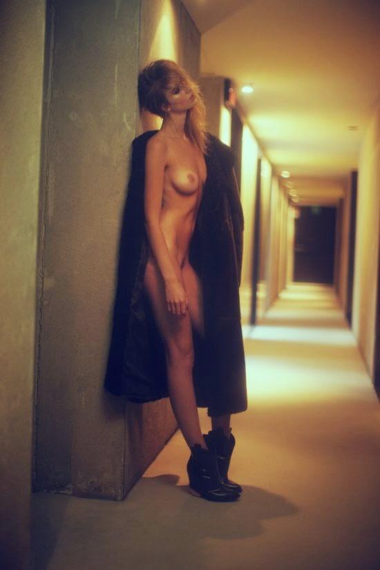 modelo Eliza Sys fotógrafo Paolo Santambrogio Stalker magazine mulher sexy sensual linda nua pelada hotel provocante