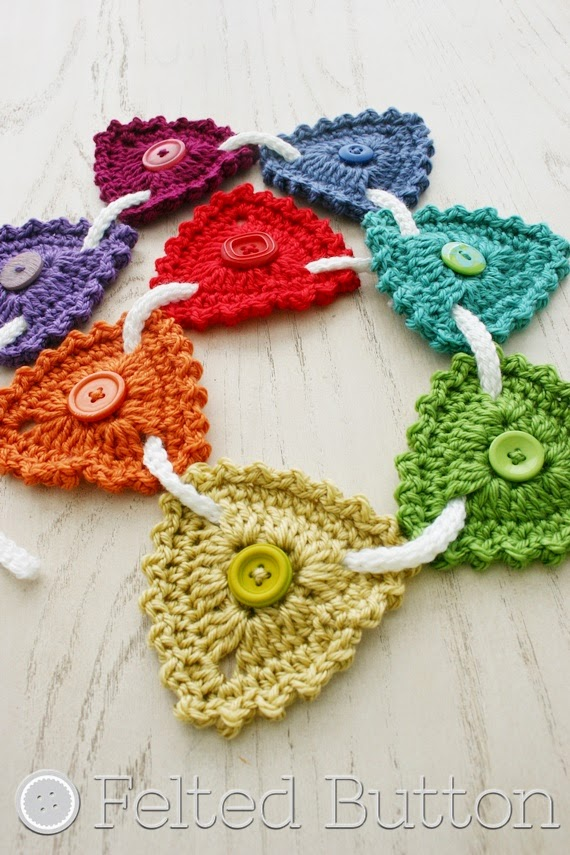 Button Bunting (FREE crochet pattern by Susan Carlson of Felted Button)
