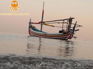 Wisata Pantai Sore Hari di Pasir Putih Situbondo