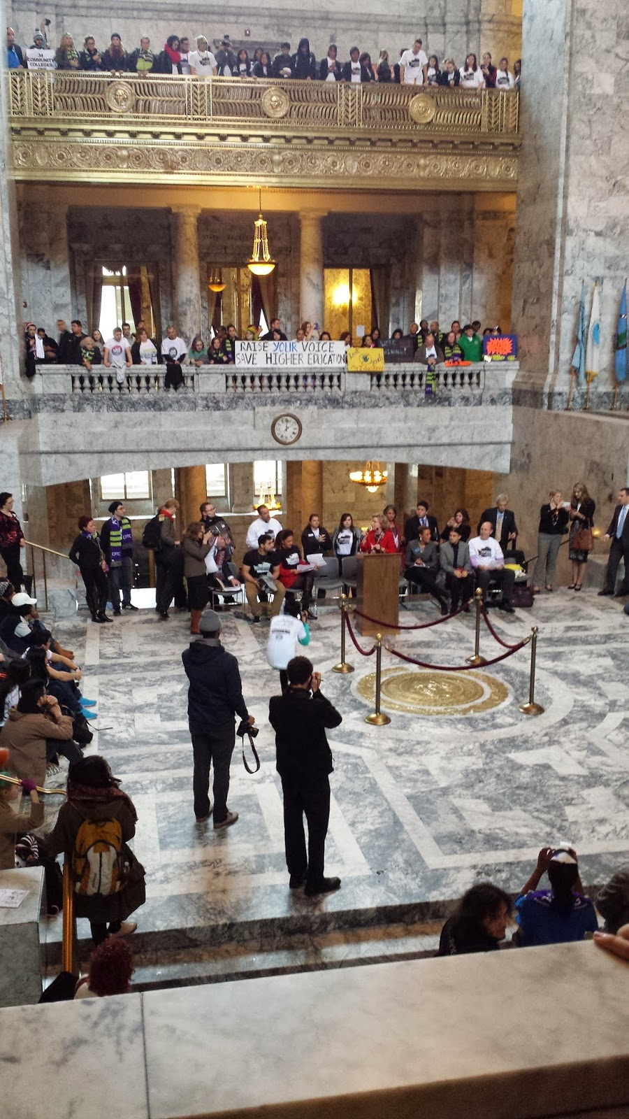 Community and technical college students rally in Olympia in support of higher education