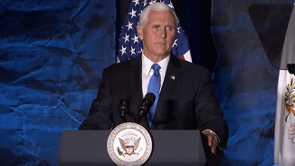 """Mike Pence, vicepreședintele SUA: """"Petreceți mai mult timp pe genunchi decât pe internet"""""""