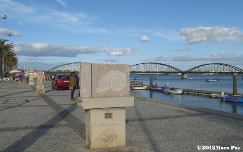 Esculturas, rio Arade, ponte velha