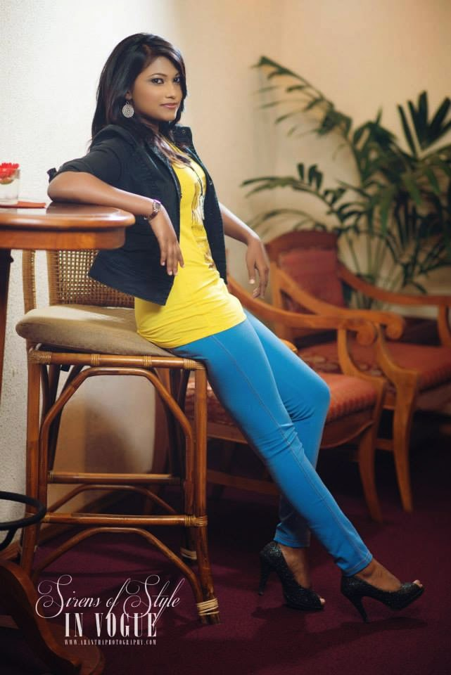 Saasha Karunarathne jeans blue