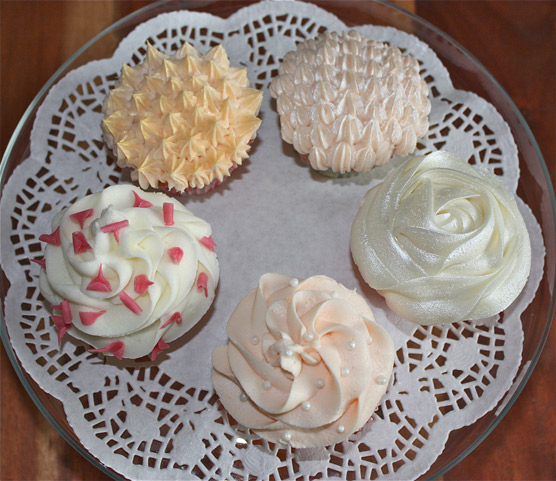 Cupcakes from The Cake Parlour - Sweet Tables