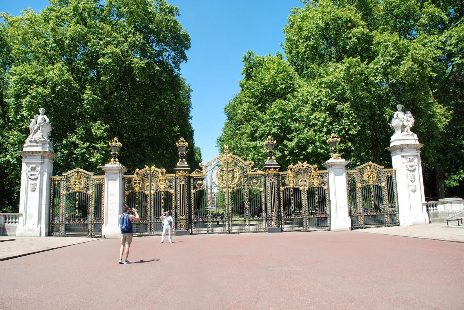 Canada Gate, London