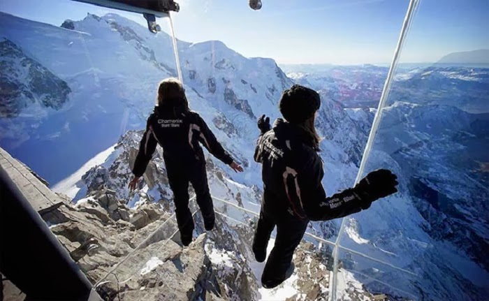 New Glass Room in French Alps Offers Amazingly Scary View