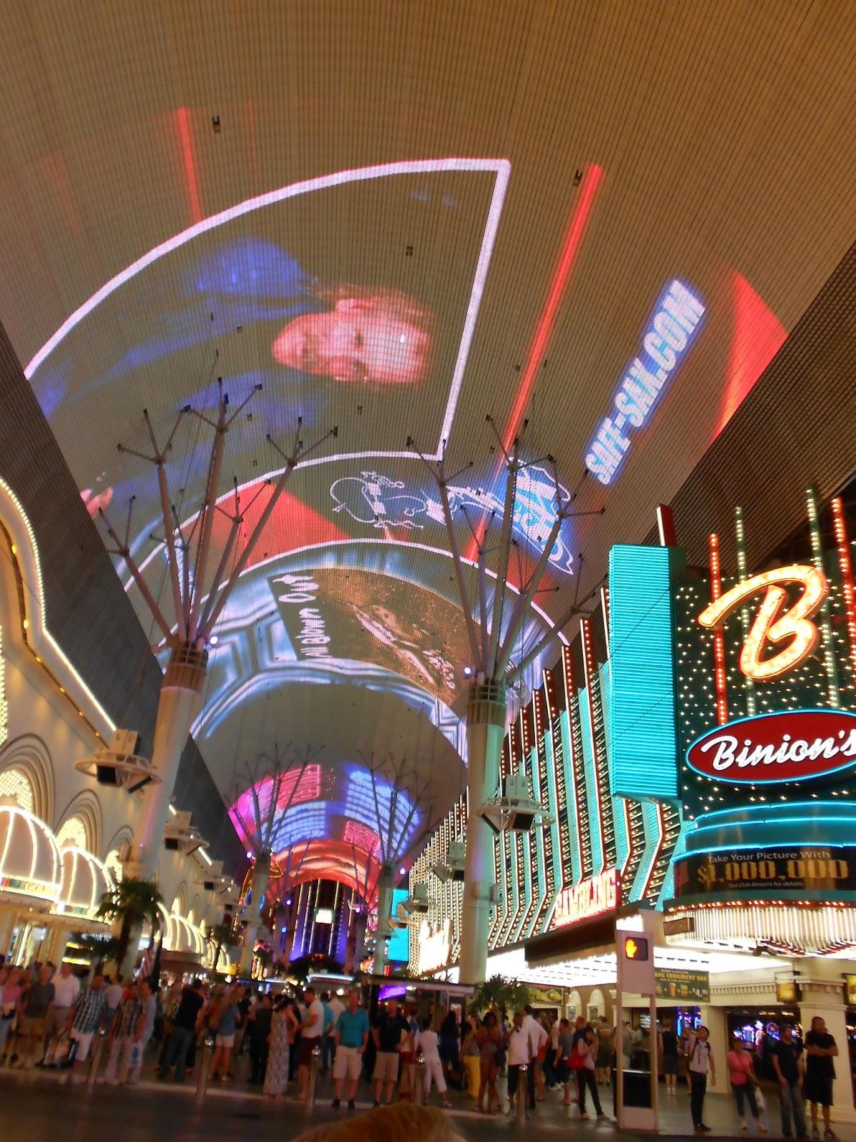 Downtown Las Vegas Freemont Street & Hallu0027s America Experience: Downtown Las Vegas Freemont Street