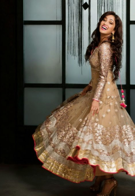 yami-gautam-in-golden-fullsleeves-anarkali-suit