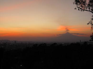 Atardecer con el volcán Popocatépetl