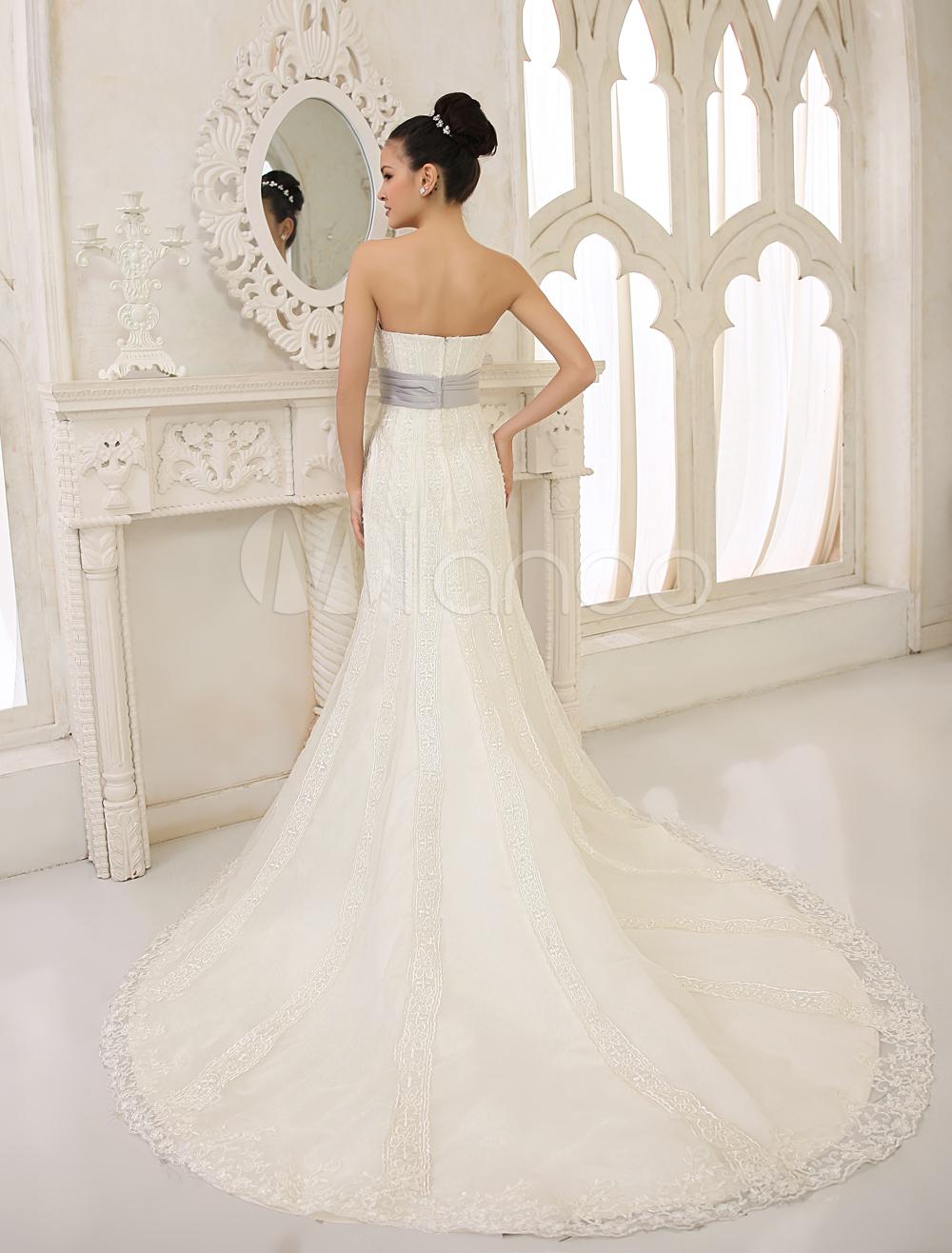 Robe de mariée fourreau de réception en satin ivoire avec strass bustier traîne courte
