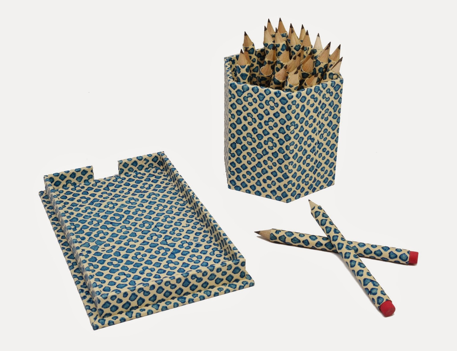 Hexagonal Pencil Cup and Note Tray by Parvum Opus