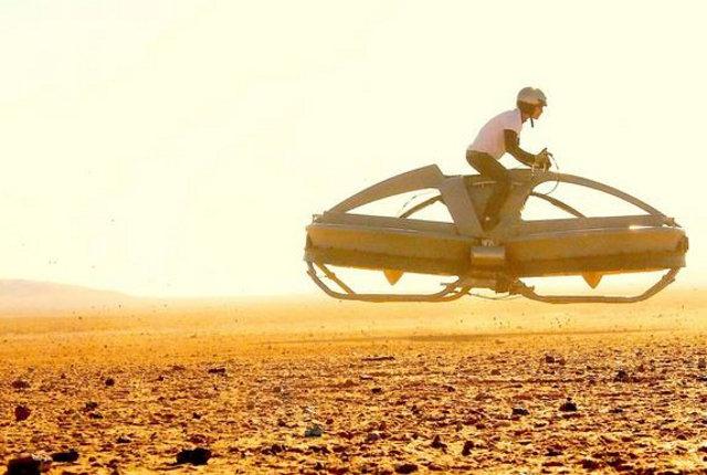 超未来的!宙に浮くホバーバイクが実現か!?