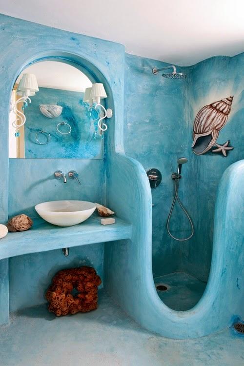 ديكور حمام للأطفال مع جدار أزرق مستوحى من البحر
