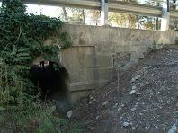 Pont sota la carretera que ens permet passar a l'altra banda