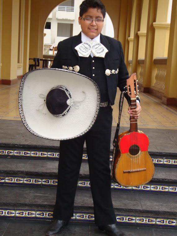 Andy Brian - Vihuela - Cantante - Batería - Mariachi Nuevo Jalisco