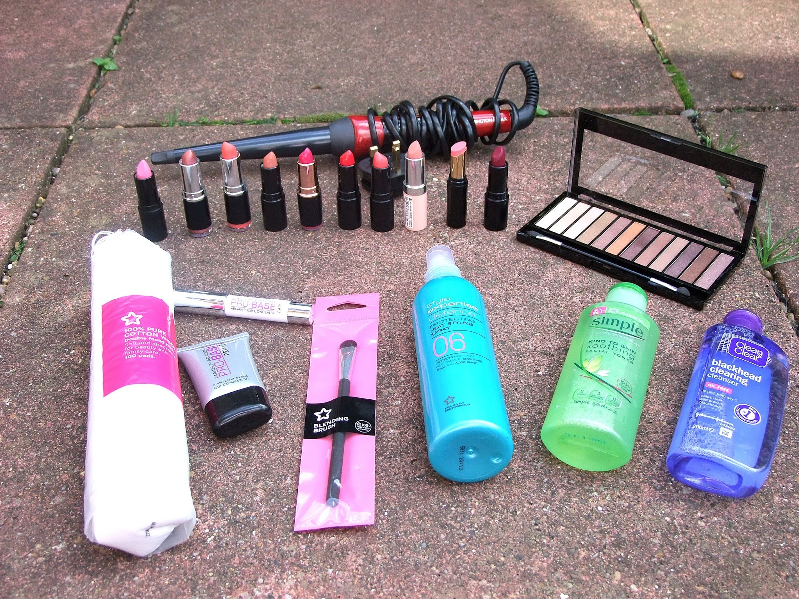 Over the last 2 weeks i went a bit crazy on the Superdrug website. (as you can tell from these photos) I especially went lipstick crazy, buying in total, ...