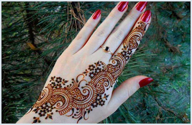 Mehendi With Striking Nail Paint