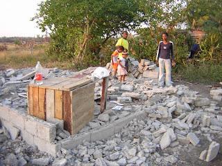 Siguen los desalojos en Cuba socialista: Viviendas reducidas a escombros en Bayamo  Desalojo+en+Bayamo+DSCN5292